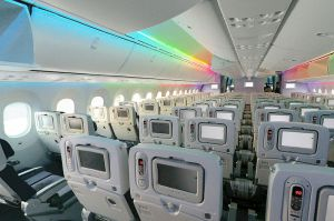 800px-ANA_Boeing_787-8_Dreamliner_cabin_LED_show